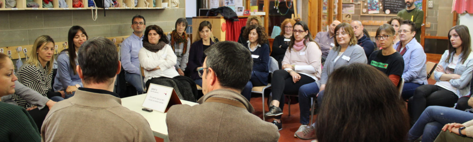 professors debatent en rotllana